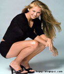 Anna Kournikova squatting in high heels