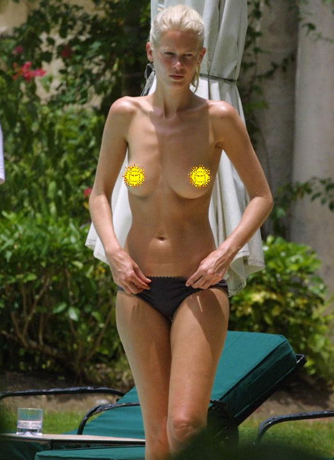 Claudia Schiffer spectacular