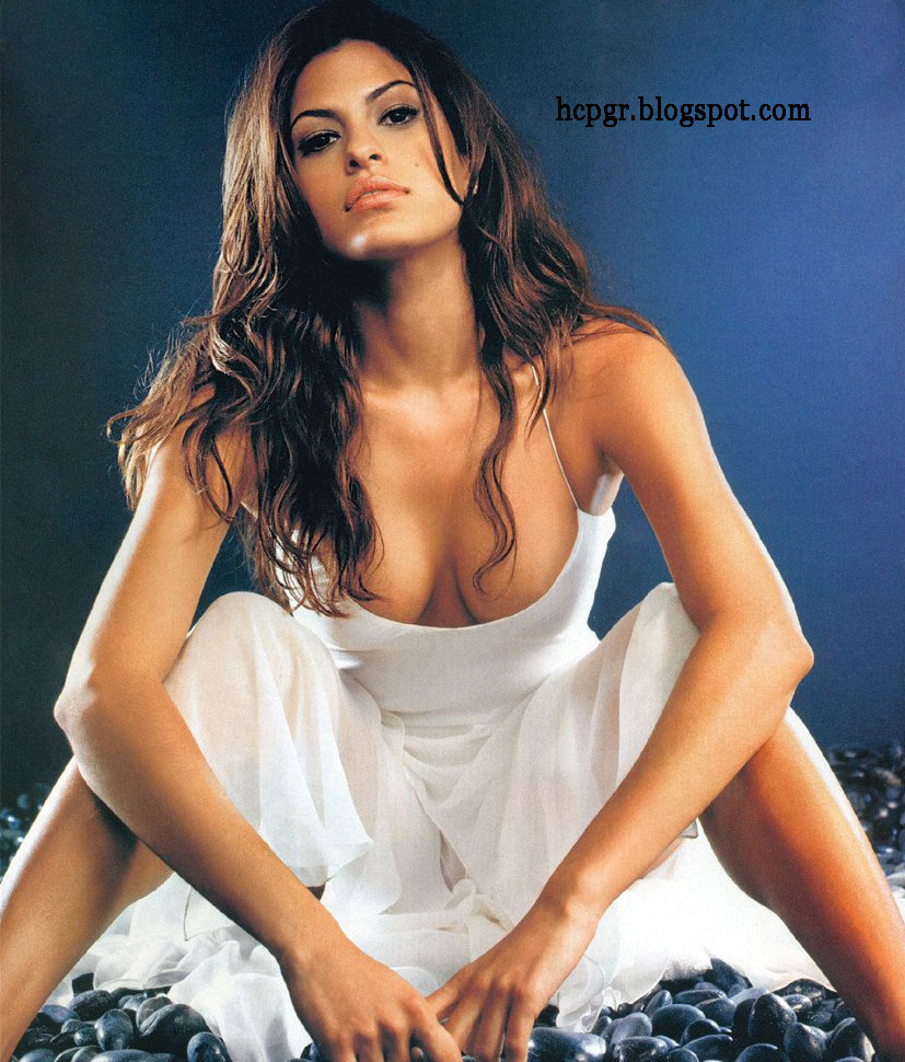 Eva Mendes spreads them wide