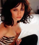Jennifer Love Hewitt sqatting