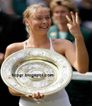 Maria Sharapova holds up Wimbledon Trophy