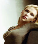 scarlett_johannson model pose