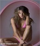 Alessandra Ambrosio cute pose