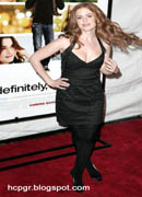 Isla Fisher red carpet pose