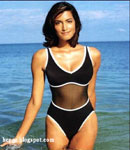 Yasmeen Ghauri beach photo