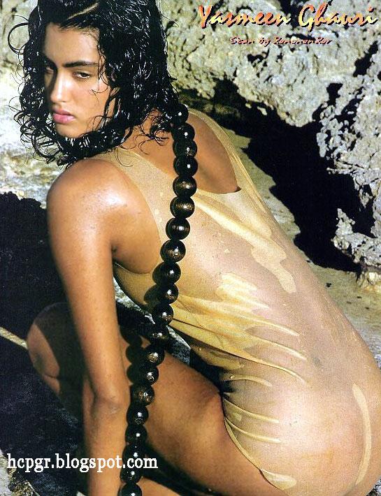 Yasmeen Ghauri catwalk