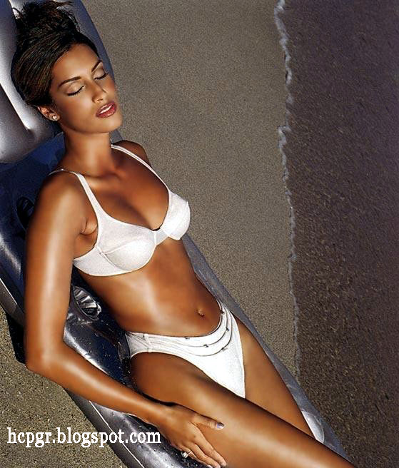 Yasmeen Ghauri bikini model