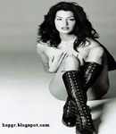 Yasmeen Ghauri black and white