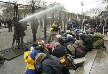 Police Spray Tear gas on inauguration protesters 012005