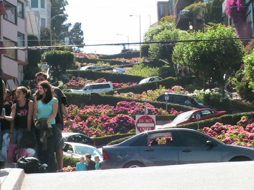Tight turns on Lombard St. in Frisco