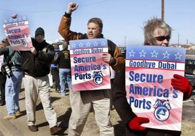 Bush won't budge on ports deal despite protests